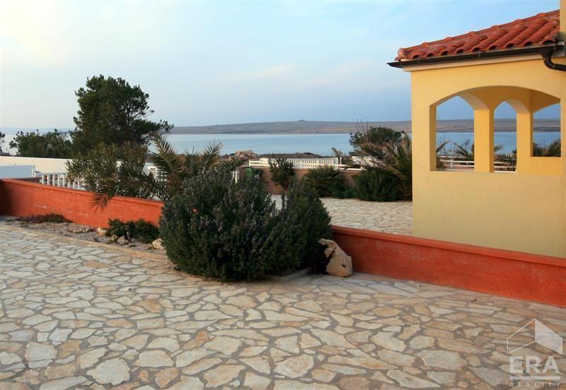 Prodej moderního patrového apartmánu na ostrově Vir, Chorvatsko