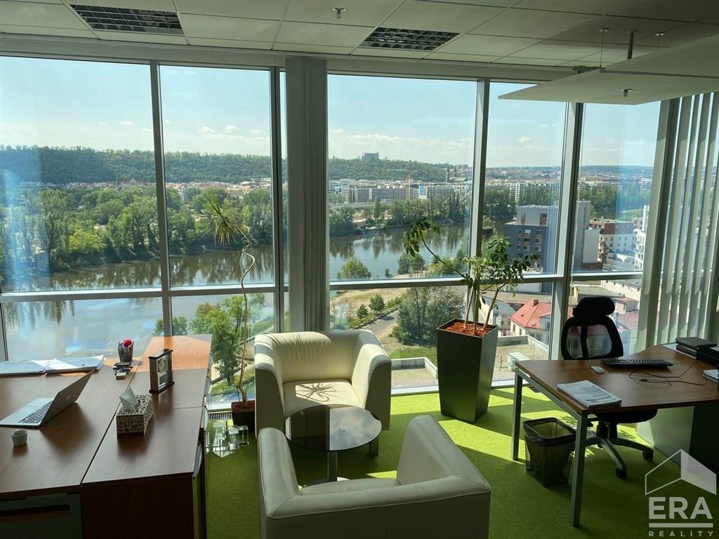 Pronájem vybavené kanceláře s krásným výhledem na Vltavu a panorama Prahy, 12. p Lighthouse Waterfront Tower, Praha 7-Holešovice.