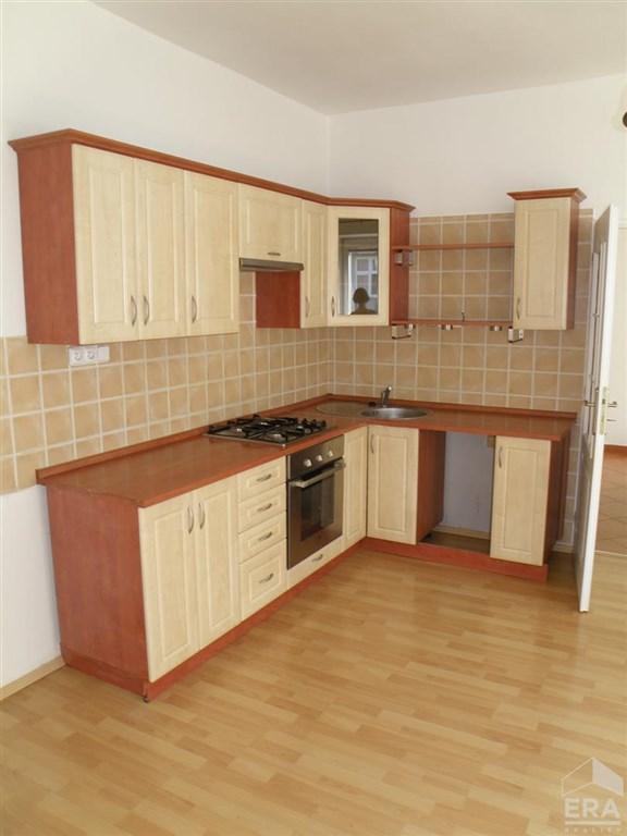Pronájem bytu 2+kk, 47m2 na Dukelské ulici v Olomouci.