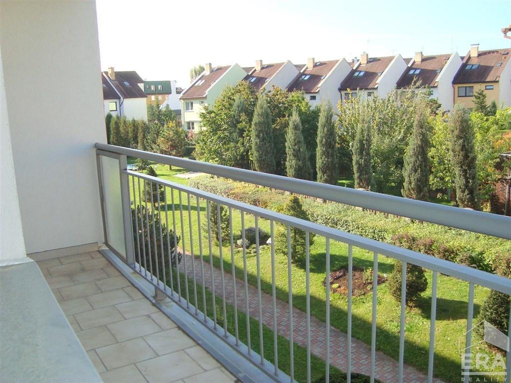 Tichý byt 2+kk/B, 50 m2, výhled do zeleně, Praha 4 Újezd