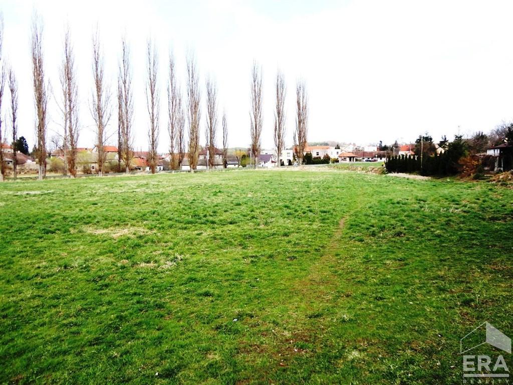 Prodej rovinatého pozemku s možností rezidenčního i komerčního využití, 6.571m2/OV, Dublovice u Sedlčan