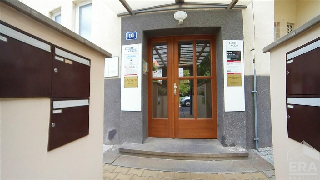 Pronájem kanceláře 20 m2, ul. Velflíkova 10, Praha 6.