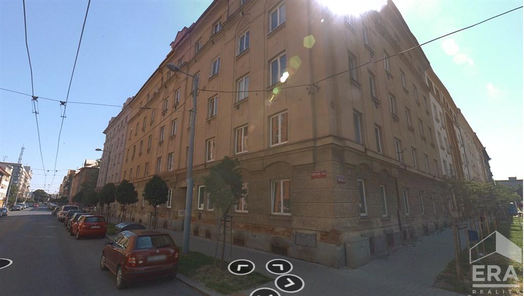 Pronájem zařízeného bytu 2+kk, v cihlovém domě, v širším centru města.
