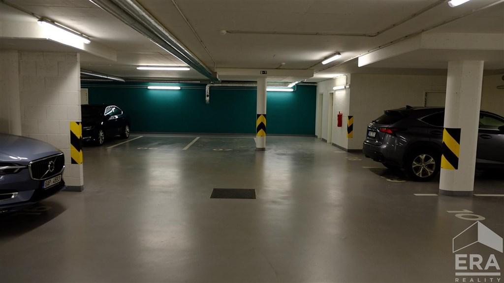 Pronájem garážového stání v atraktivním projektu rezidence Waltrovka  Kačírkova, Praha 5 – Jinonice                                                                     1 900 Kč/měs