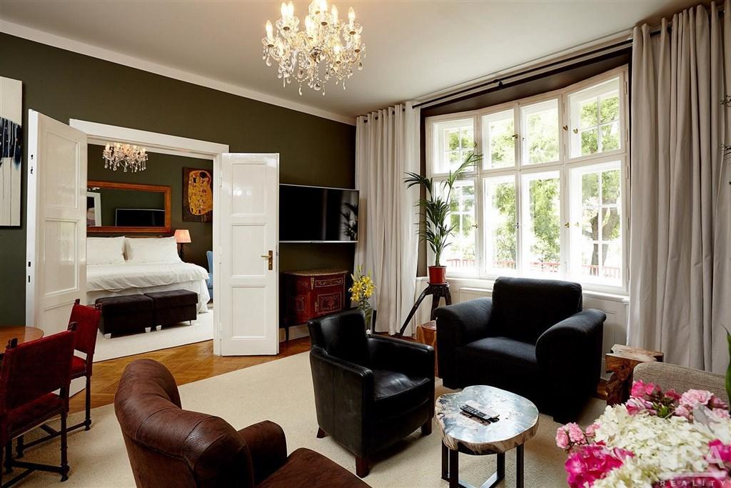 Pronájem luxusního bytu 3+1, Na Hrobci, Praha – Nové Město