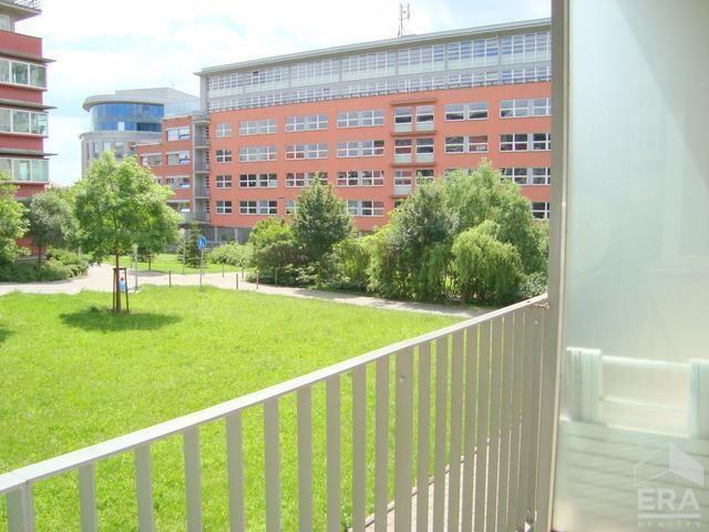 Pěkný tichý byt 2kk s balkonem, 52 m2, garážové stání, Praha 10 Strašnice