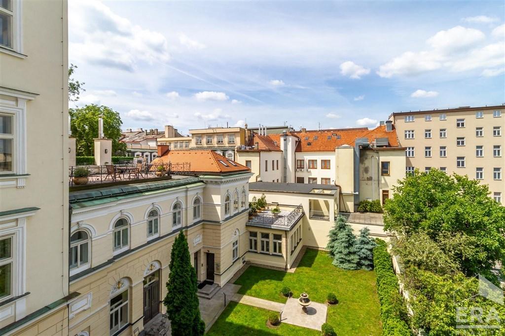 Pronájem bytu 3+1, 139 m2, balkon do vnitrobloku, Praha 1 Nové Město