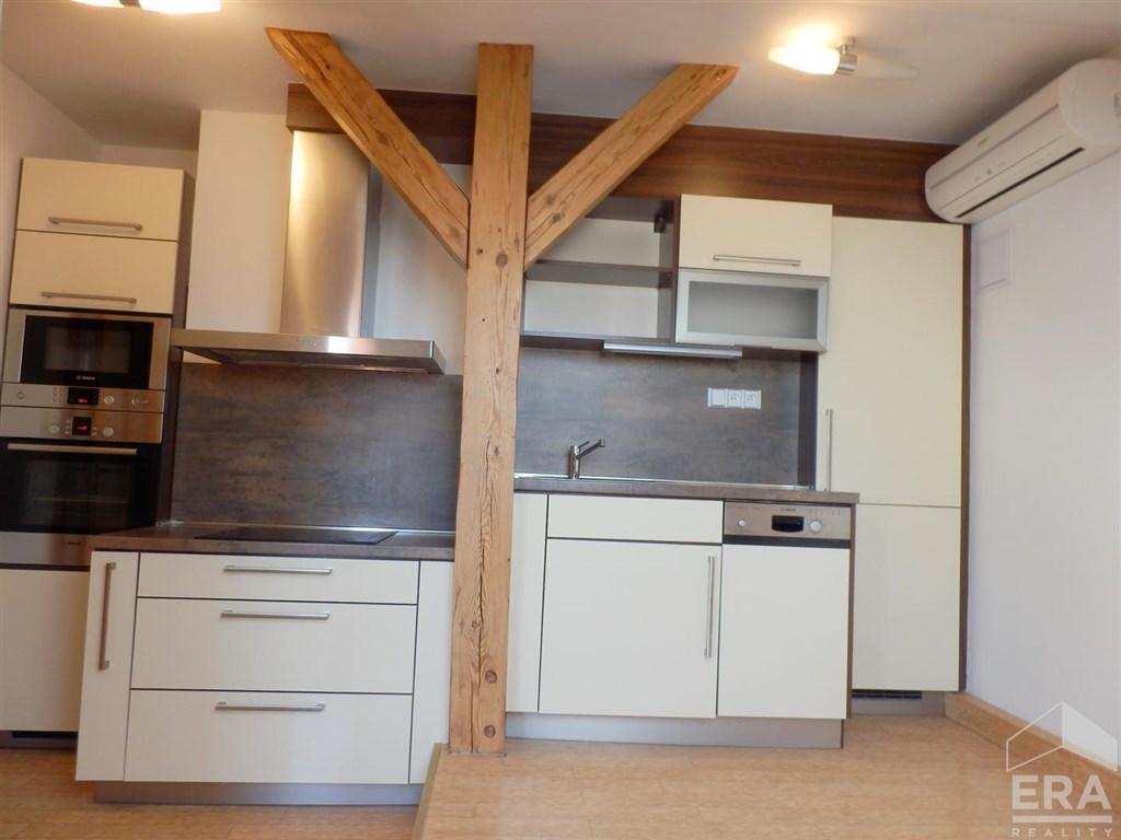 Pronájem bytu 2kk, 46 m2, po rekonstrukci, u metra, Praha 1 Nové Město