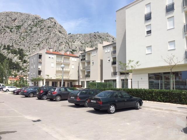 Prodej moderního apartmánu 3+kk/2L, 54,5 m2 – Omiš, Chorvatsko