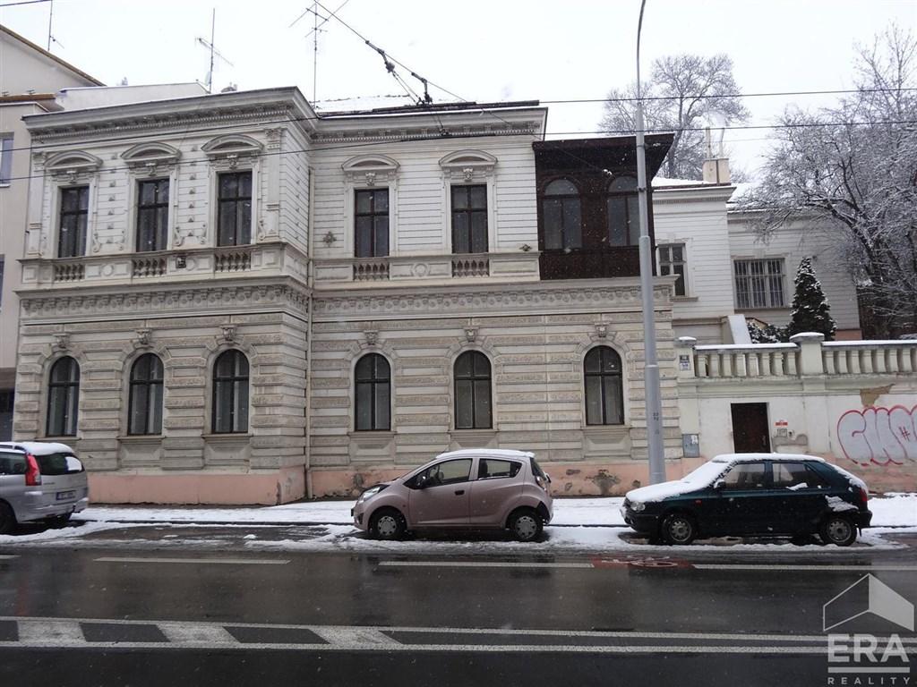 Prodej historické předrepublikové vily 439m2 na prestižní adrese Hlinky – Staré Brno – Pisárky, plocha pozemku 2440m2.