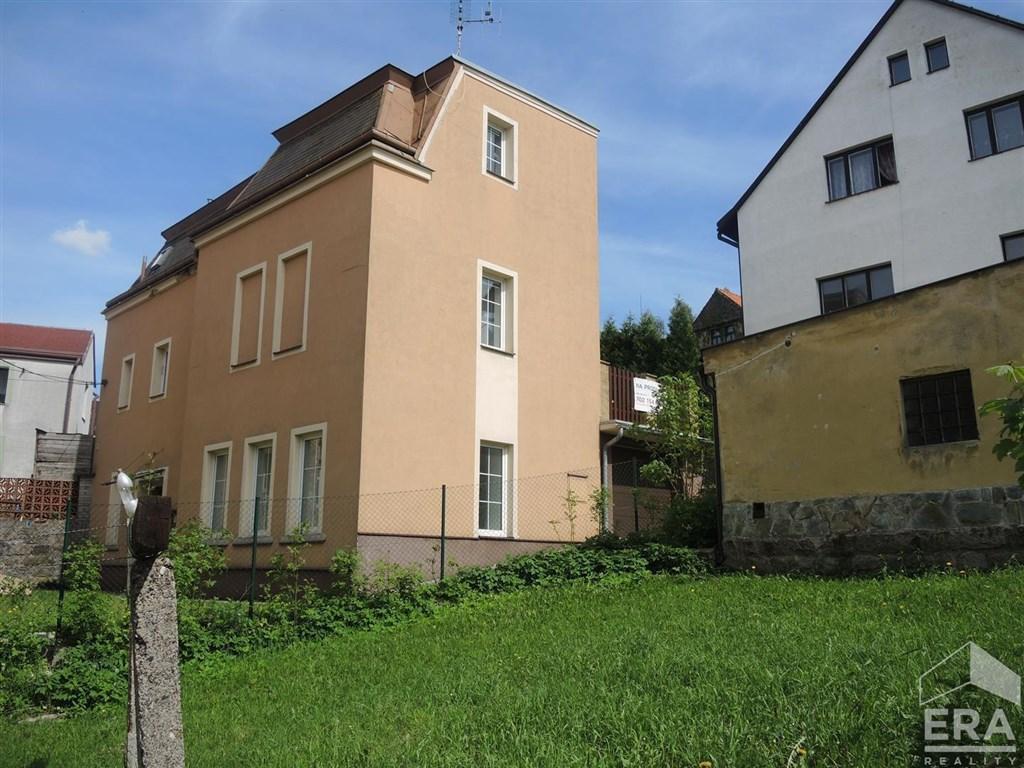 Prodej domu s garáží a terasou