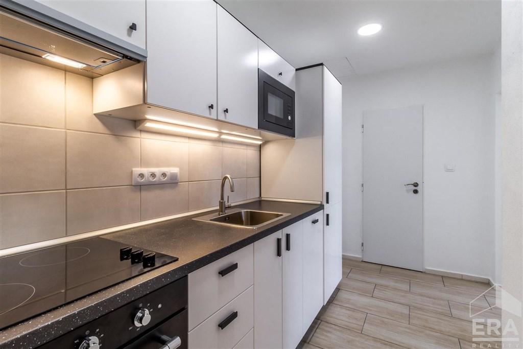 Pronájem bytu 2+kk, 55 m2, po rekonstrukci, Praha 7 Holešovice