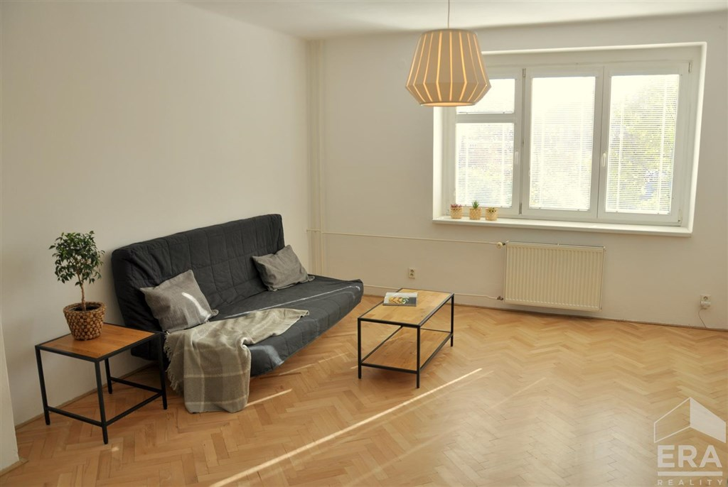 Pronájem prostorného, částečně vybaveného bytu ve Strakonicích
