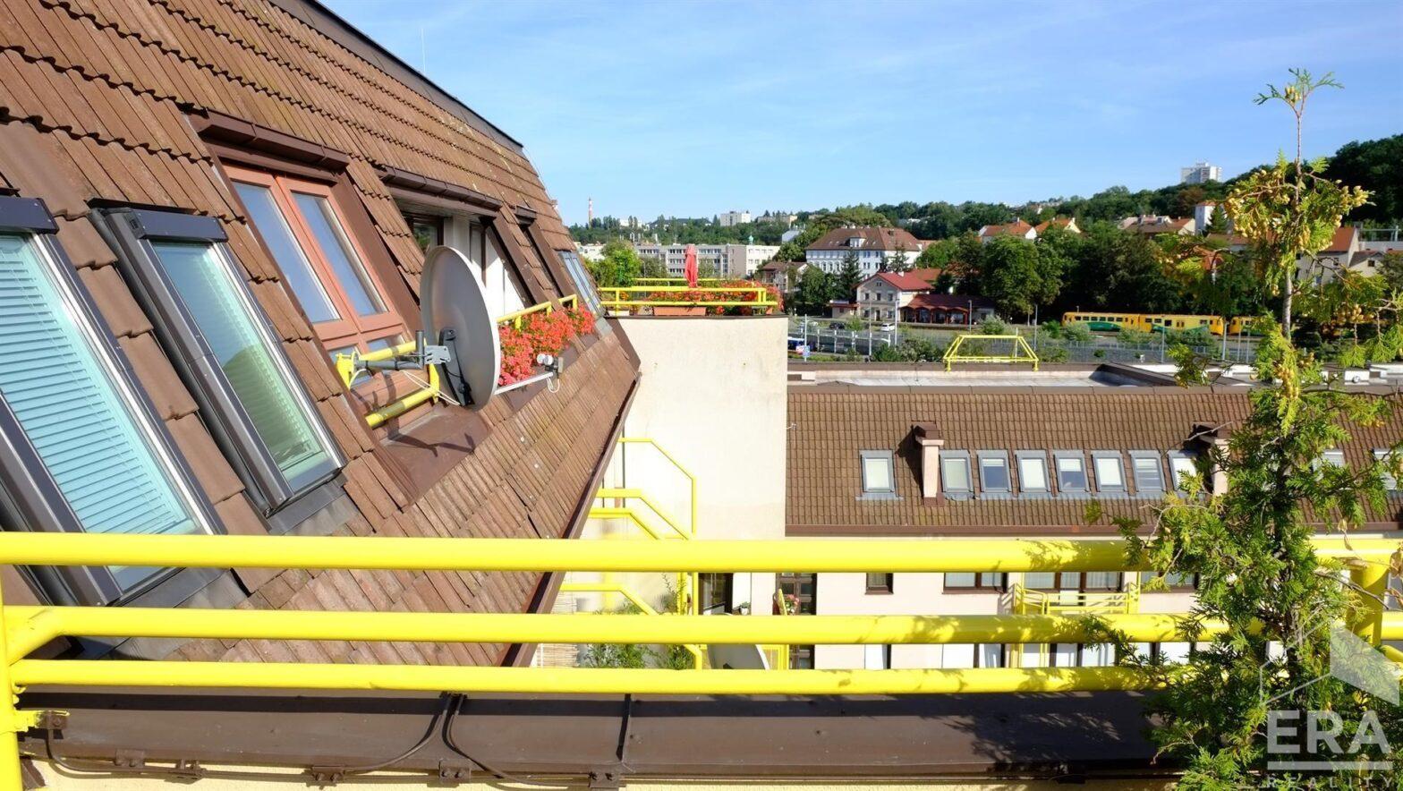 Pronájem penthausu – bytu 4+1, 120 m², terasa 100 m², garážové stání, v lokalitě Vokovice – pro náročné   ul. Ke dvoru, Praha 6                                                       28 000 Kč/měs.