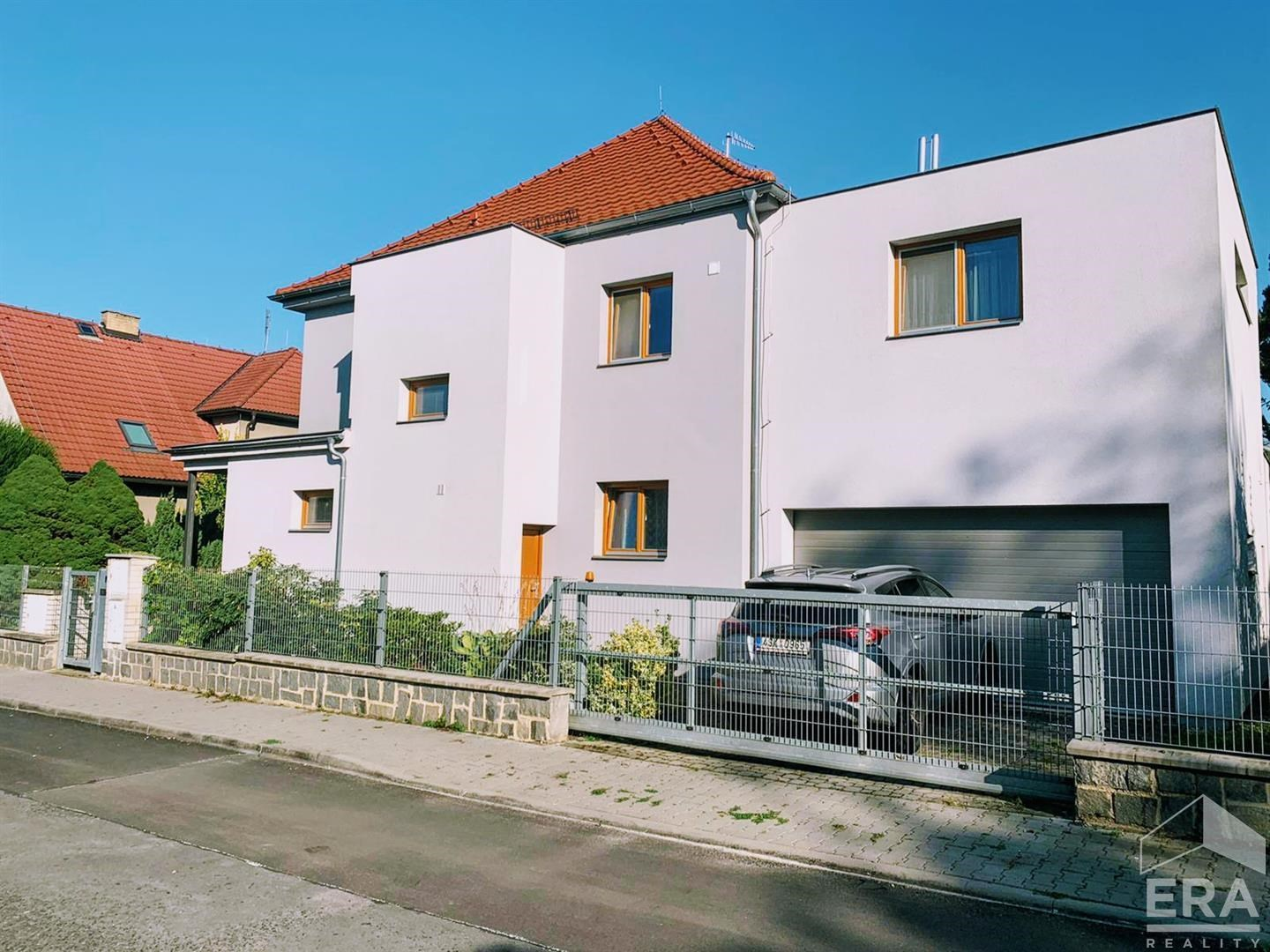 Pronájem bytu 3+1 109m s terasou a garáží v vile Roztoky u Prahy, 17.listopadu