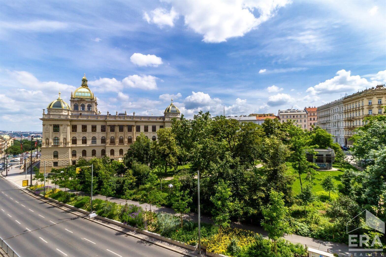 Dlouhodobý pronájem bytu 1+1, 62 m2, výhled do parku, Praha 1 u Václavského náměstí