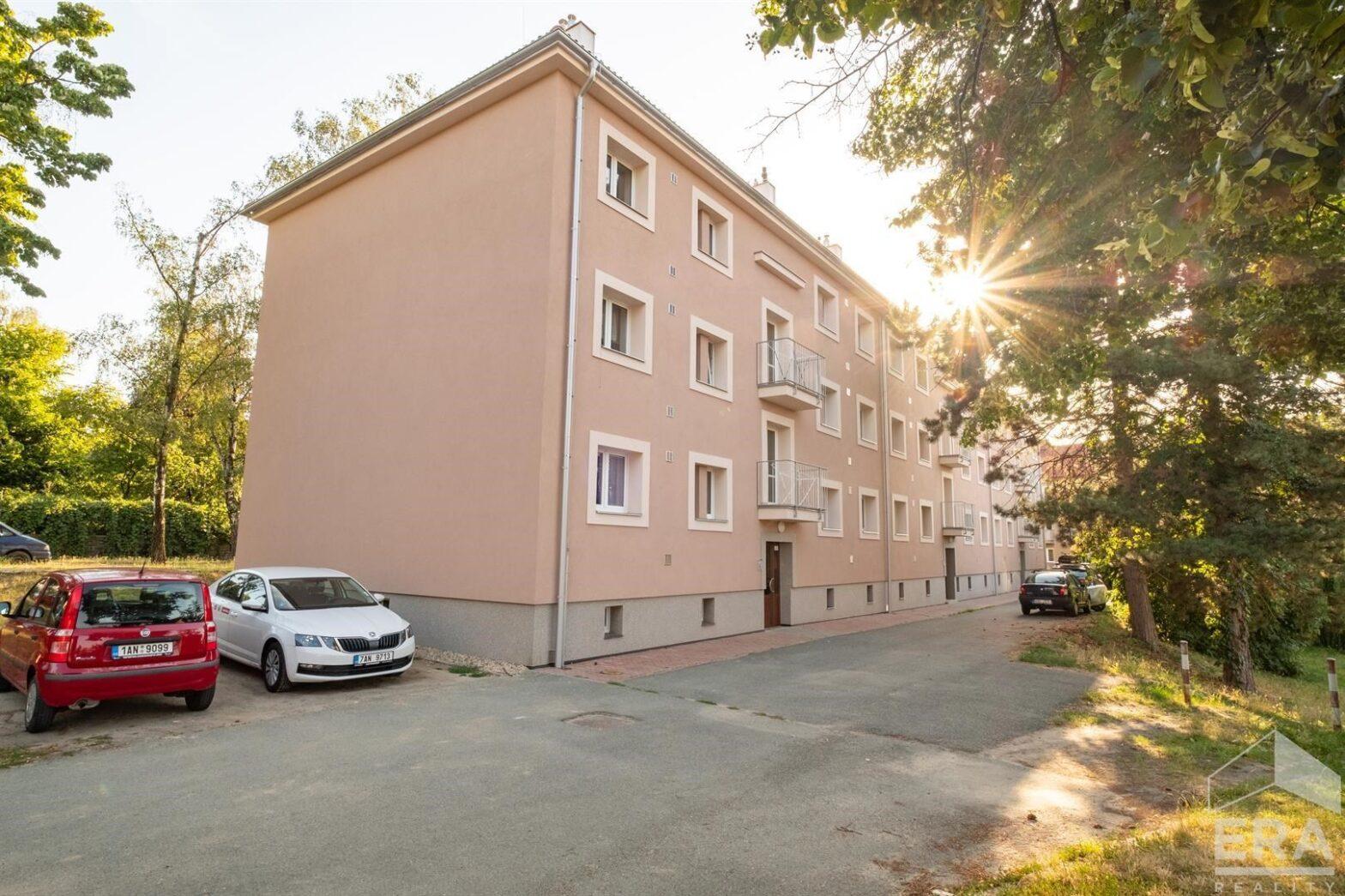 Zděný byt 2+1 s balkónem, Kolín II, klidná ulice