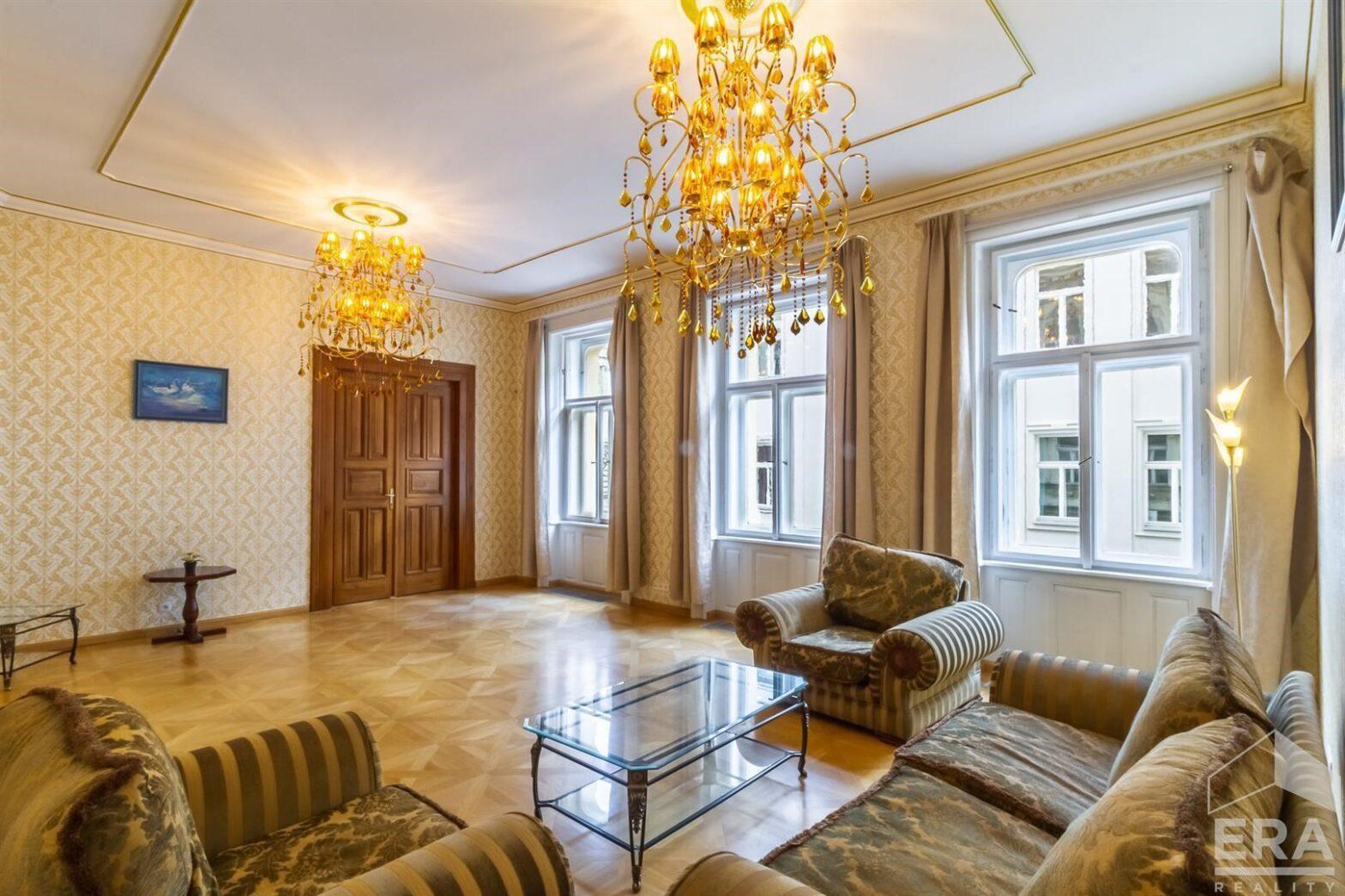 Luxusní byt po renovaci, s vlastní garáží, 139m2, Praha 1