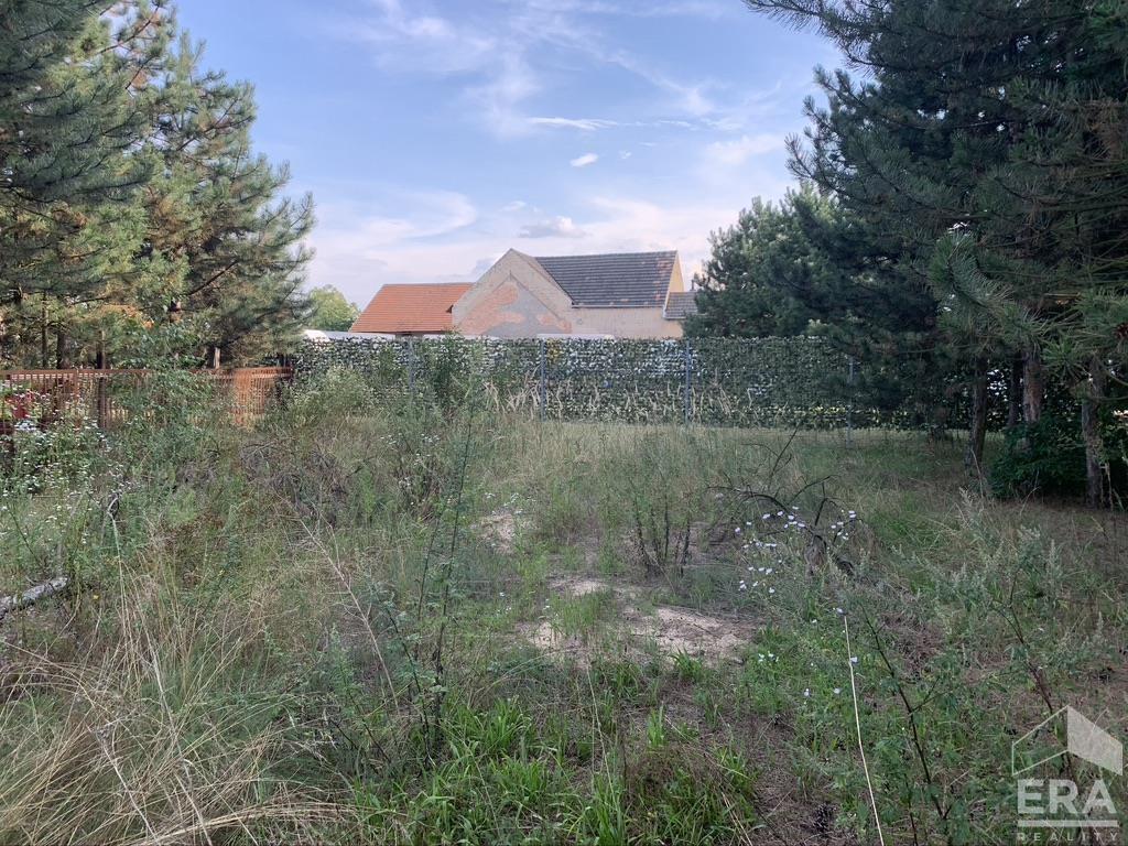 Rovinatý pozemek 1075 m2, Křenek (Ovčáry), Praha – východ