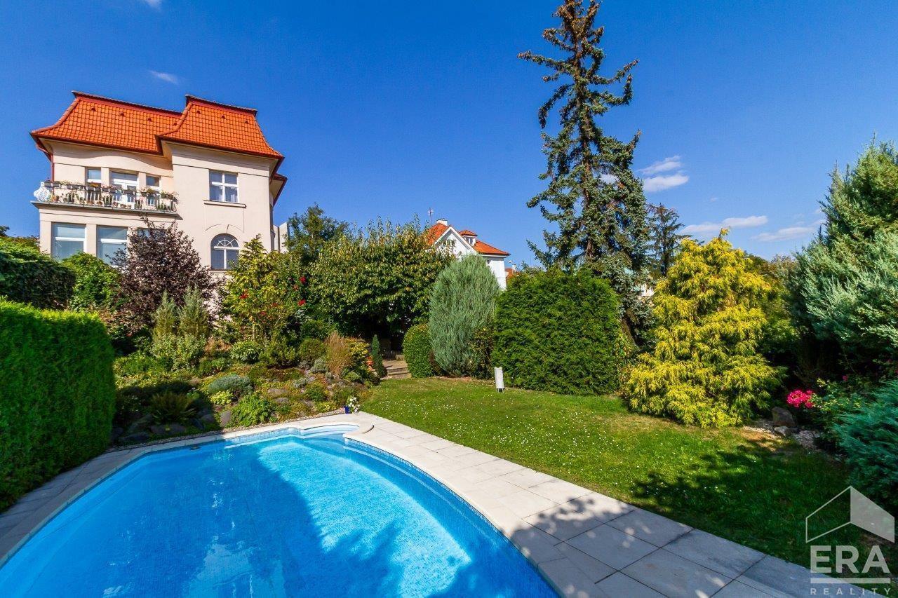 REZERVACE / Prodej stylové vily v rezidenční lokalitě Na Hřebenkách, Praha 5 – Smíchov