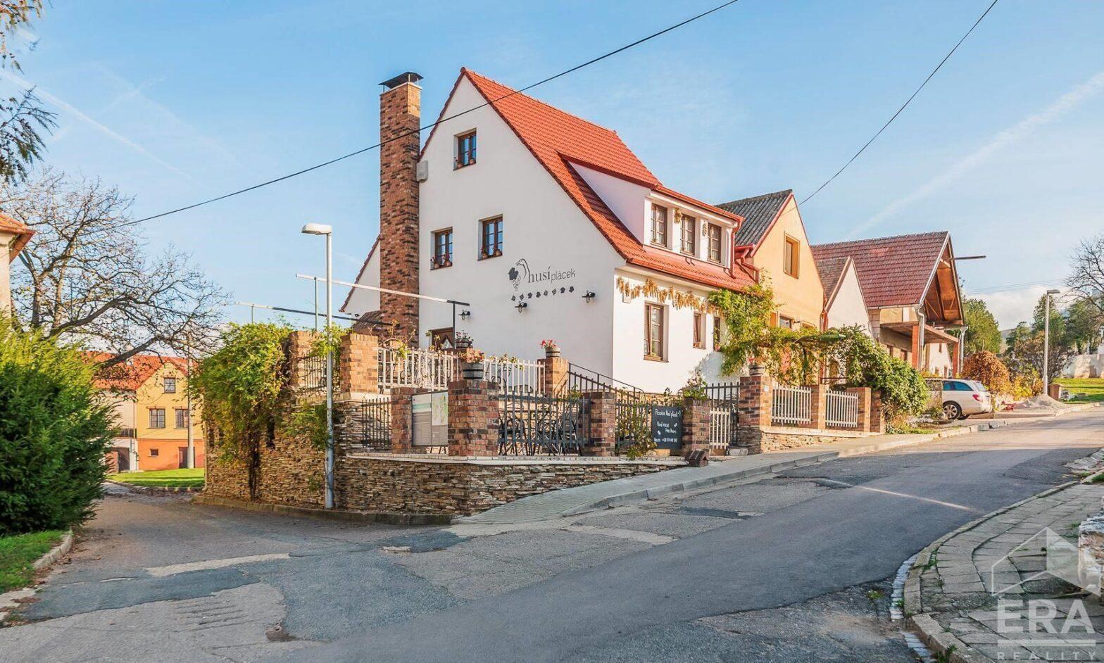 Pronájem penzionu s vinnými sklepy a restaurací, UP 436 m2, Dolní Věstonice