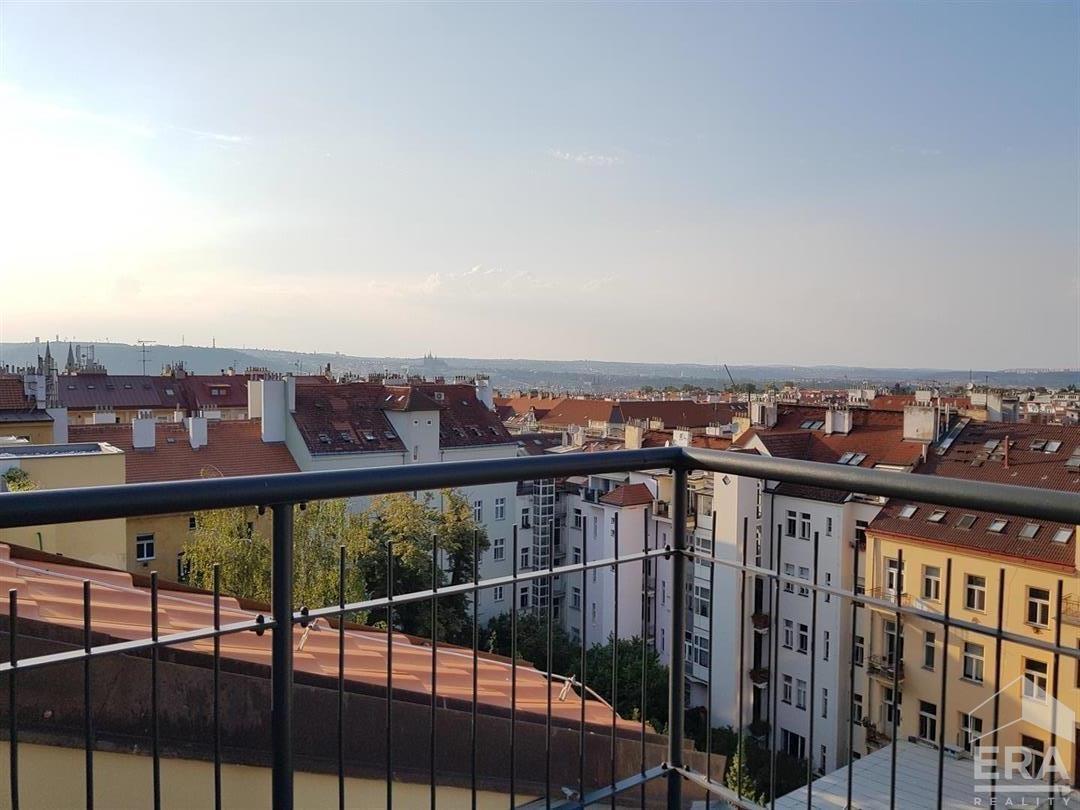 Prodej 2 podkrovních mezonetových bytů s terasou (18m2) -Vinohrady  92,4m2 a 90,5 m2 (metráž  bez terasy) 3+kk