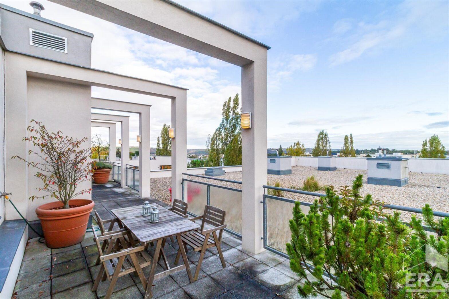 Prodej bytu 2+kk 62 m2, střešní terasa 42 m2, garážové stání, Praha 5 Zbraslav