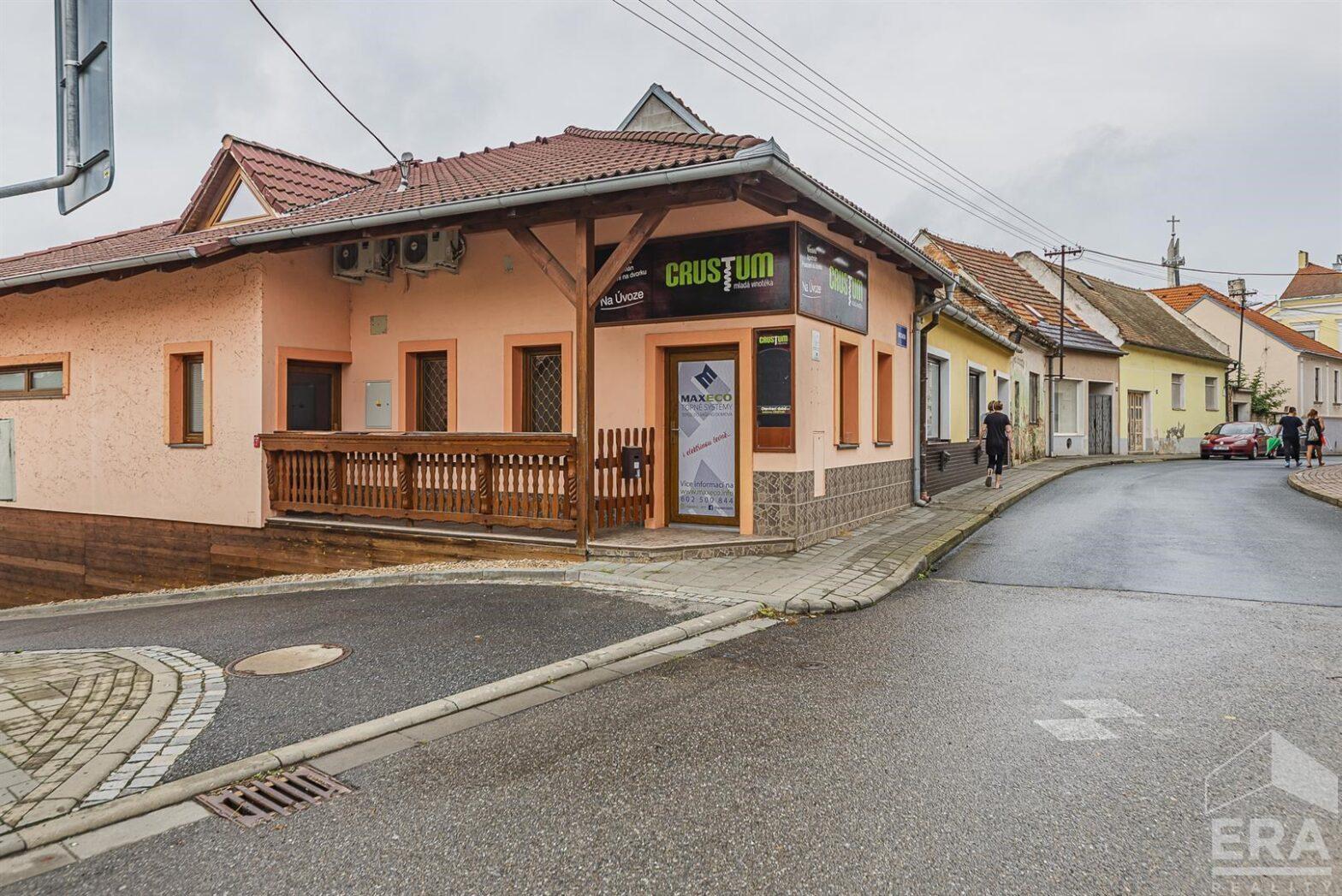 Víceúčelový dům s prodejnou a vinným sklepem, 153 m2, Hustopeče