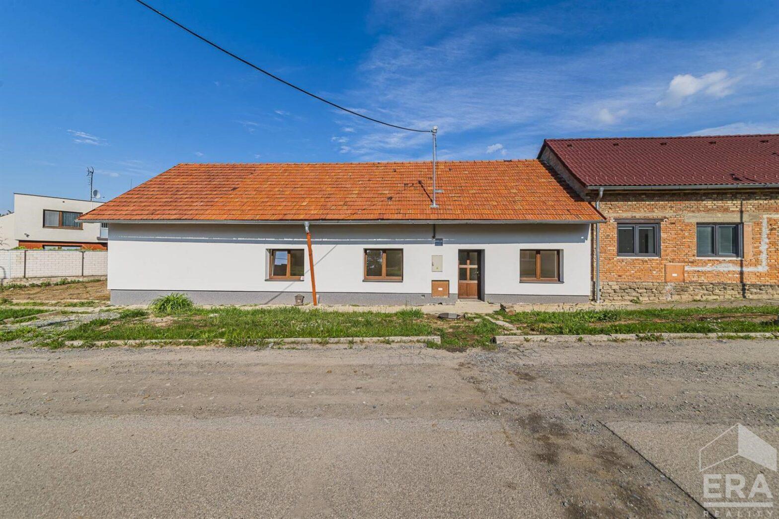 Venkovský rohový dům 110 m2, Kozlany