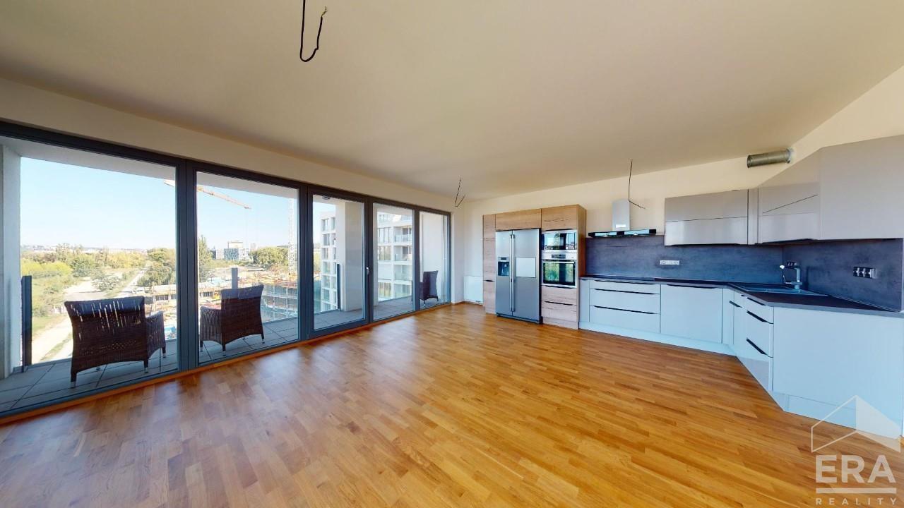 Pronájem luxusního bytu 2kk/B/G 68,8 m2 v luxusním komplexu Port Karolína 2
