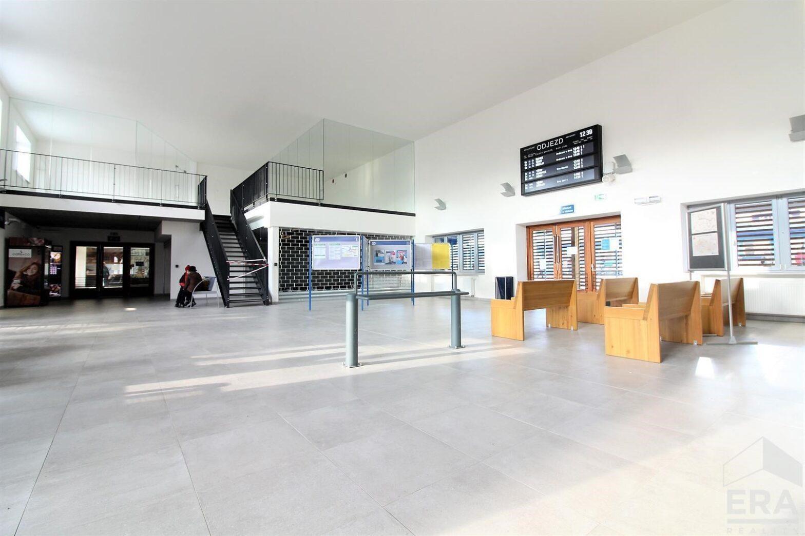 Pronájem komerčních prostor v hale nádraží Kuřim