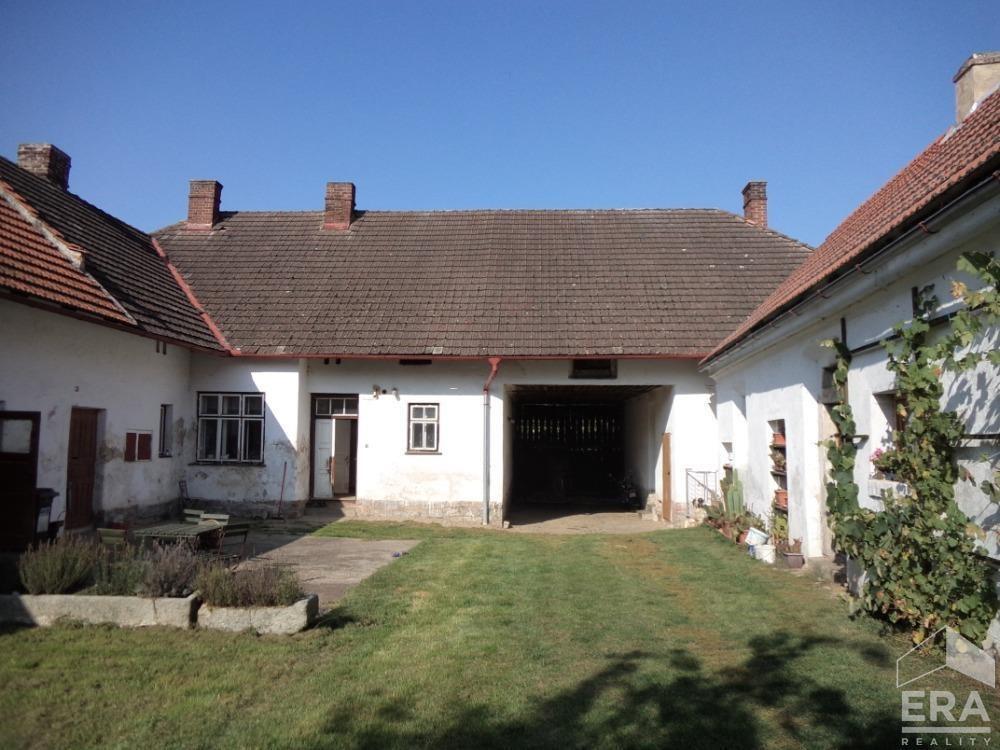 Prodej zemědělské usedlosti v obci Chrtníč v okrese Havlíčkův Brod.