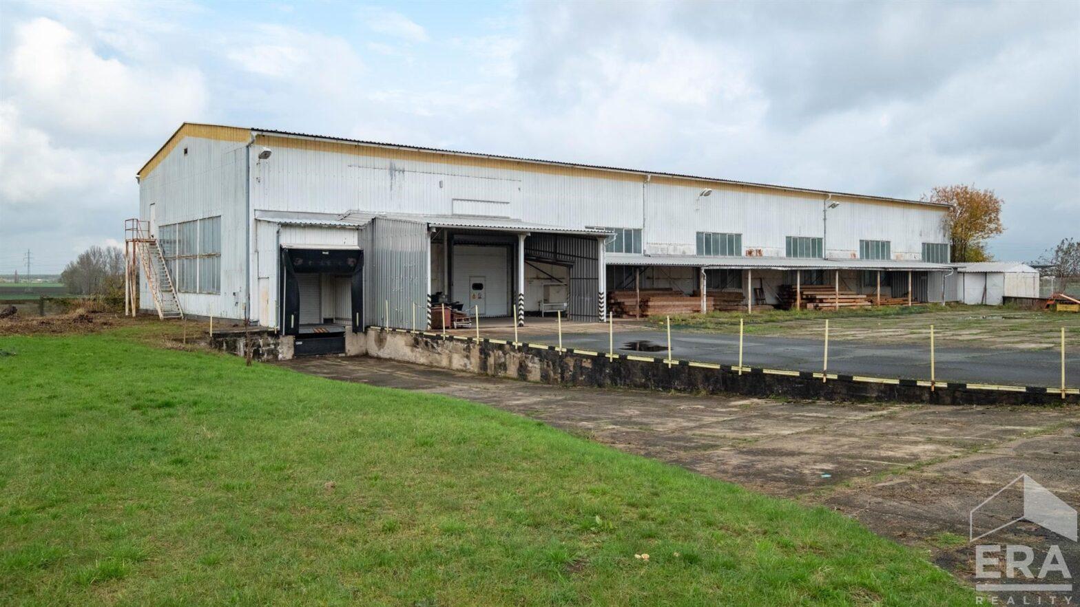 Pronájem skladovací haly o ploše 1023 m2, pozemek 3745m2, Pečky okr. Kolín