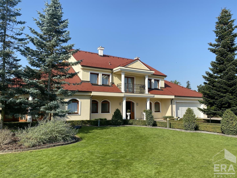 Luxusní vila v soukromém rezortu u Průhonického parku, Jesenice