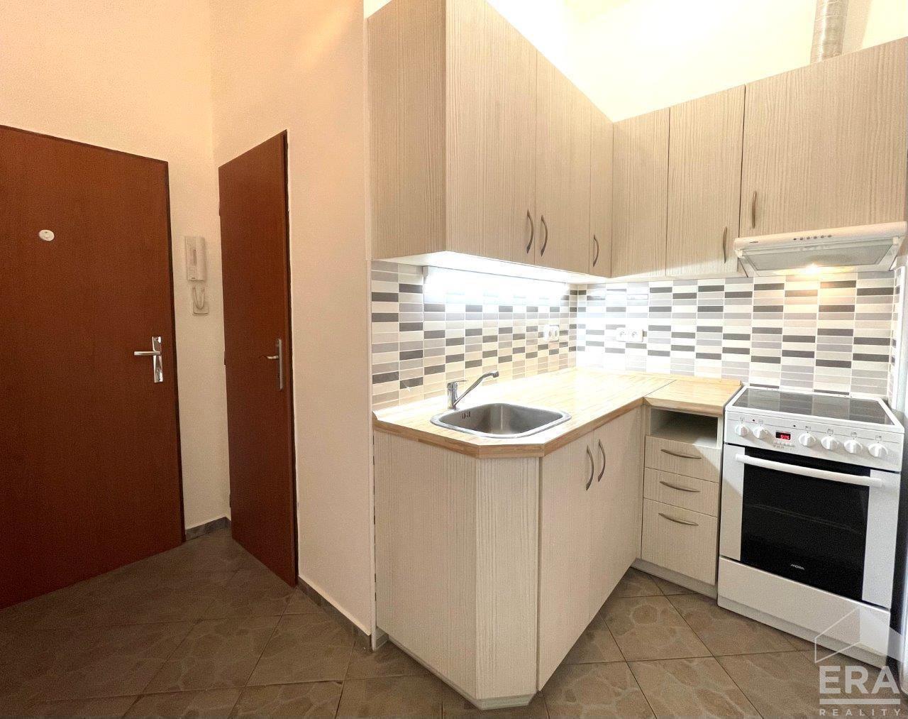 Pronájem bytu 2+1, 46 m2, Radlická ul., Praha 5 – Smíchov