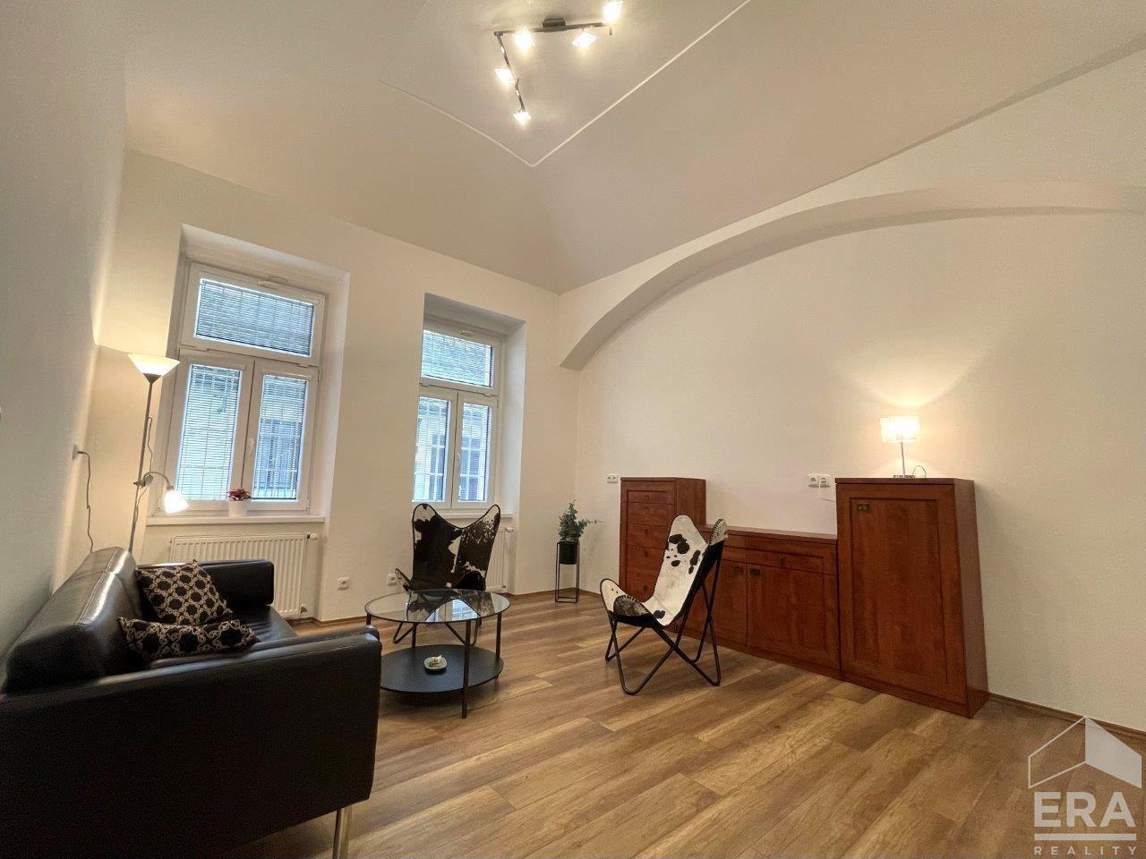 Pronájem bytu 4+1 s terasou 87 m2, Radlická ul., Praha 5 – Smíchov