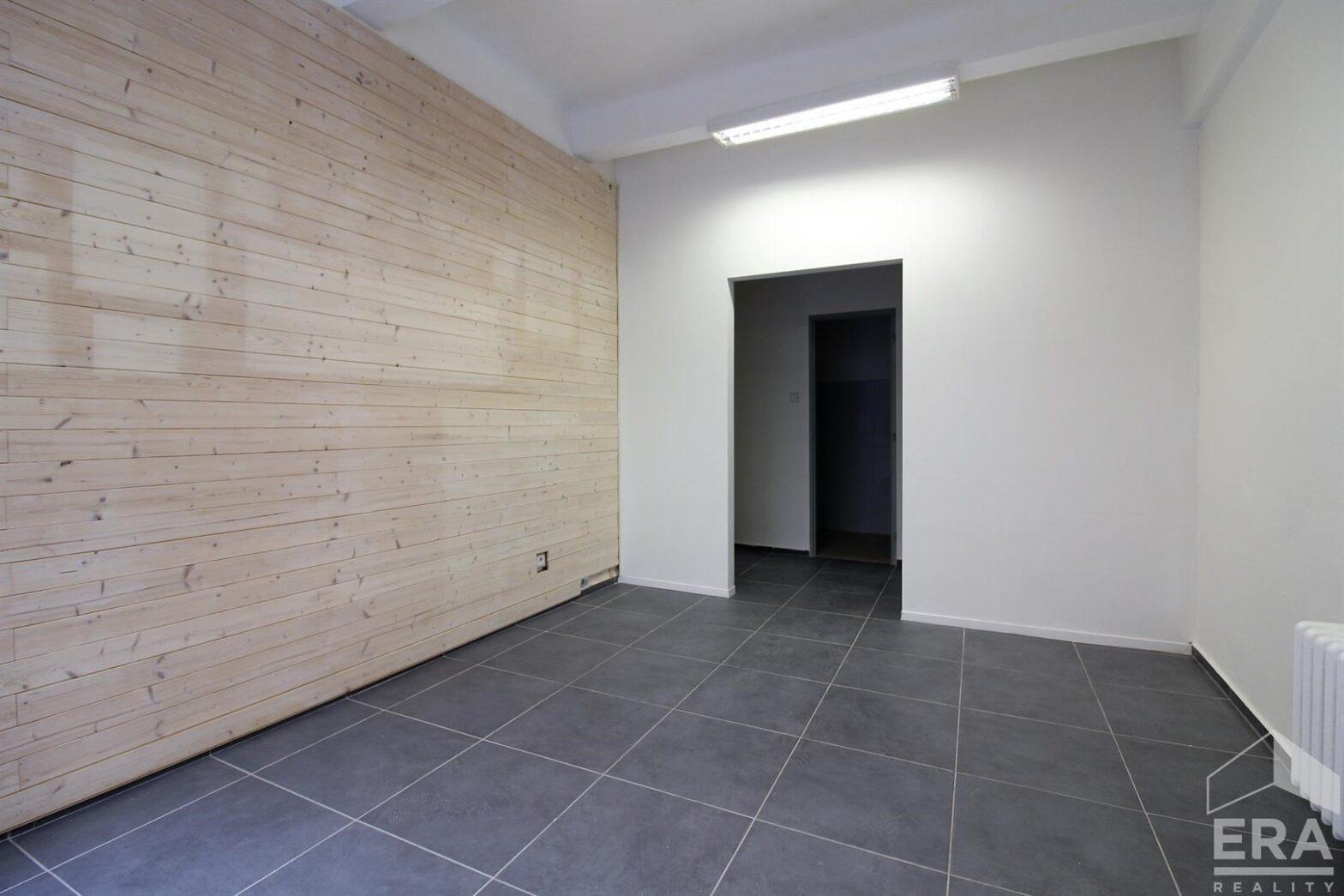 Pronájem komerčního prostoru (obchod, služby, kancelář) 19,5m2, Dvořákova 13, Brno