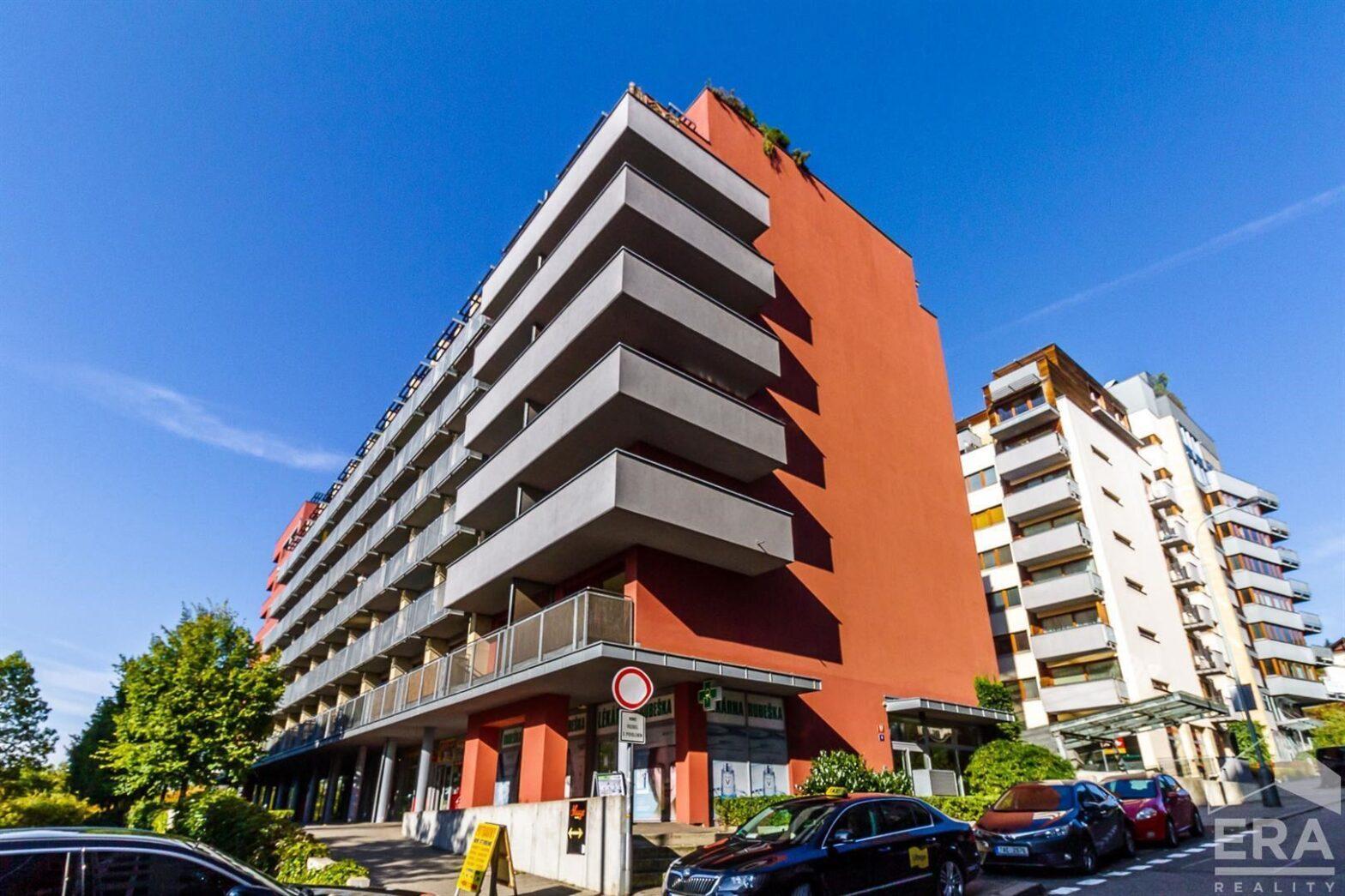 Pronájem bytu 2+kk +balkon (možno garáž), Praha 9 ul. Paříkova