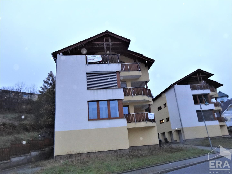Prodej bytu 3+kk 3+kk o celkové výměře 90m2 + zastřešená terasa 25m2 a balkonem 4,5m2 včetně dvougaráže