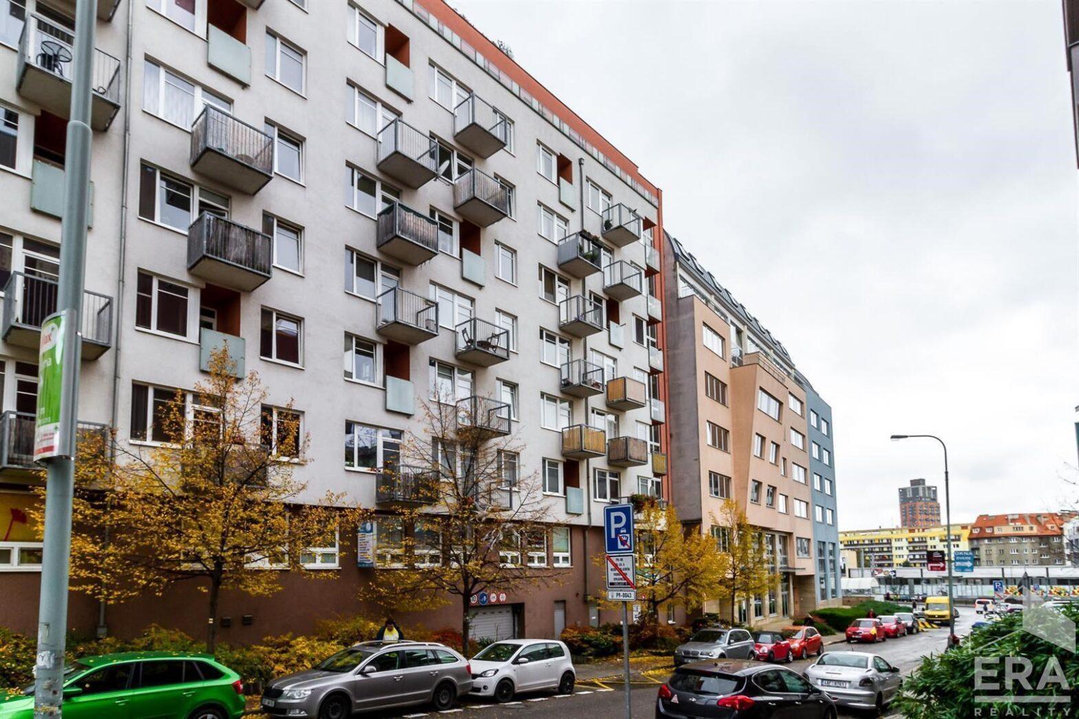 Pronájem bytu 2+kk/L + garážové stání, Paříkova, Praha 9 – Vysočany