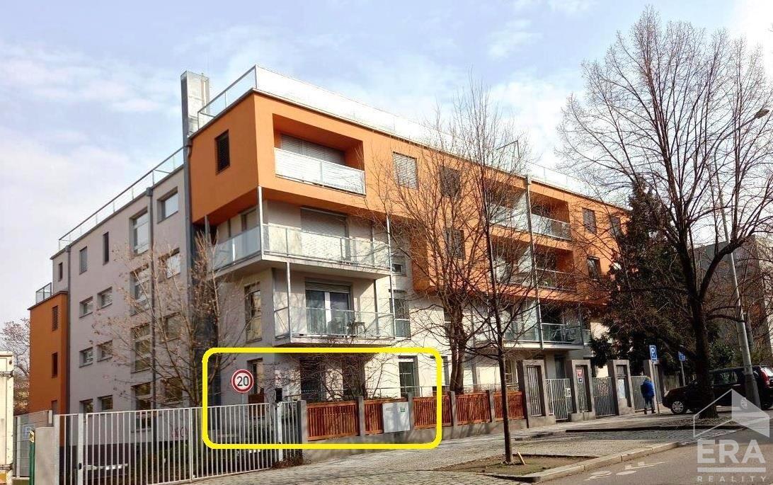 Pronájem útulného bytu 2+kk, 48m2, Terronská ul., Praha 6, Bubeneč.