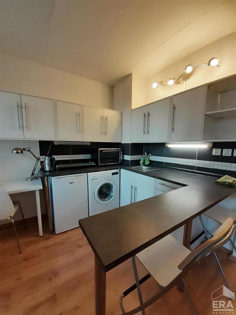 Pronájem tichého bytu 1+kk, 35m2 +L(7,1m2)ve Vršovicích – Praha 10 , Ul.Uzbecká