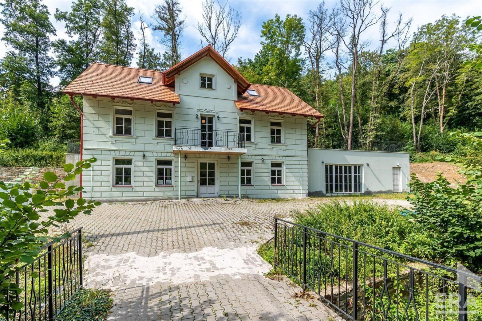 Prodej vily 420m2 s pozemek 24750m2