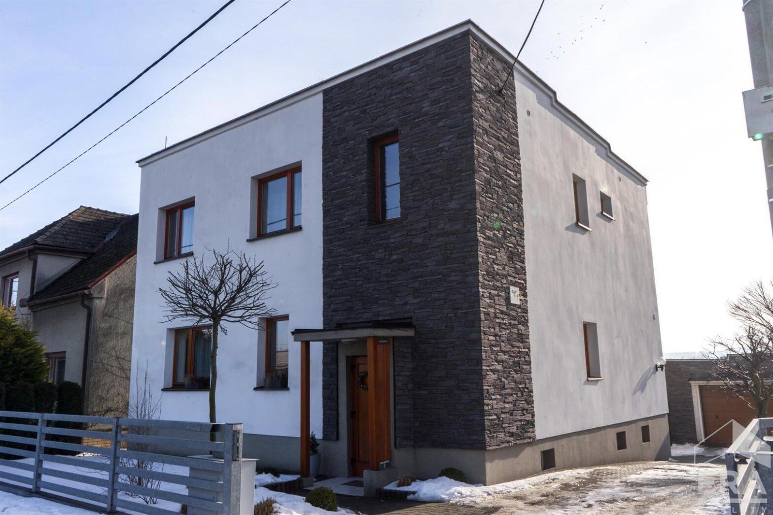 Prodej rodinného domu 6+1+Garáž 140 m², pozemek 398 m² v Kozmicích