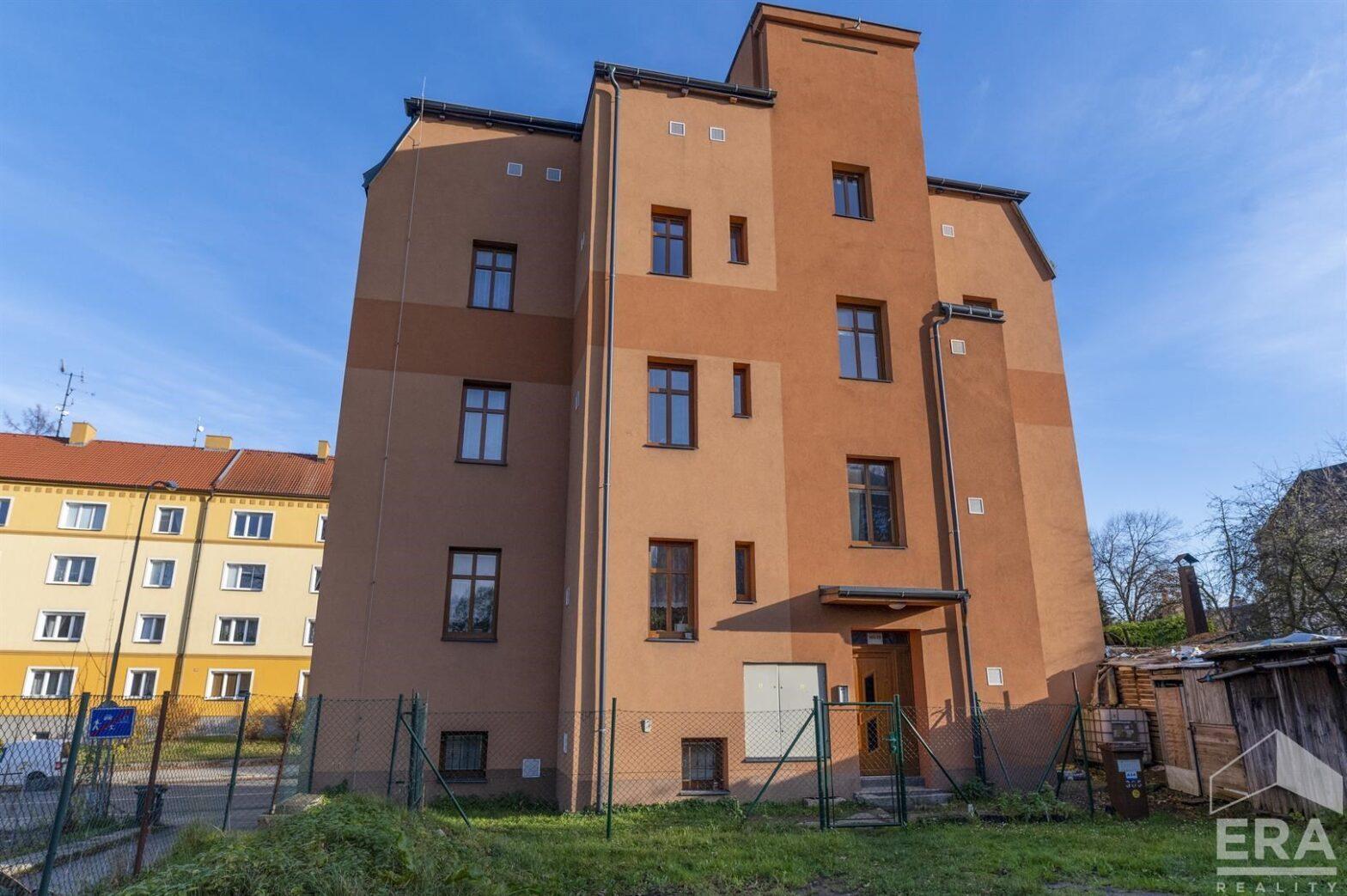 Prodej bytového domu v Rochlicích
