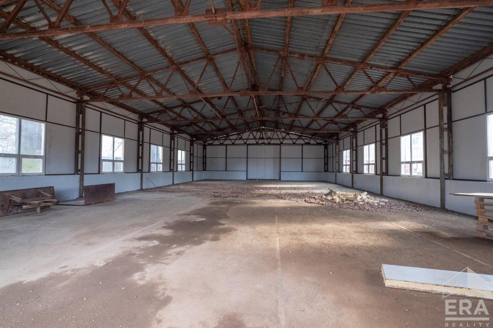 Prodej haly s pozemkem 3800 m2, Hrádek nad Nisou