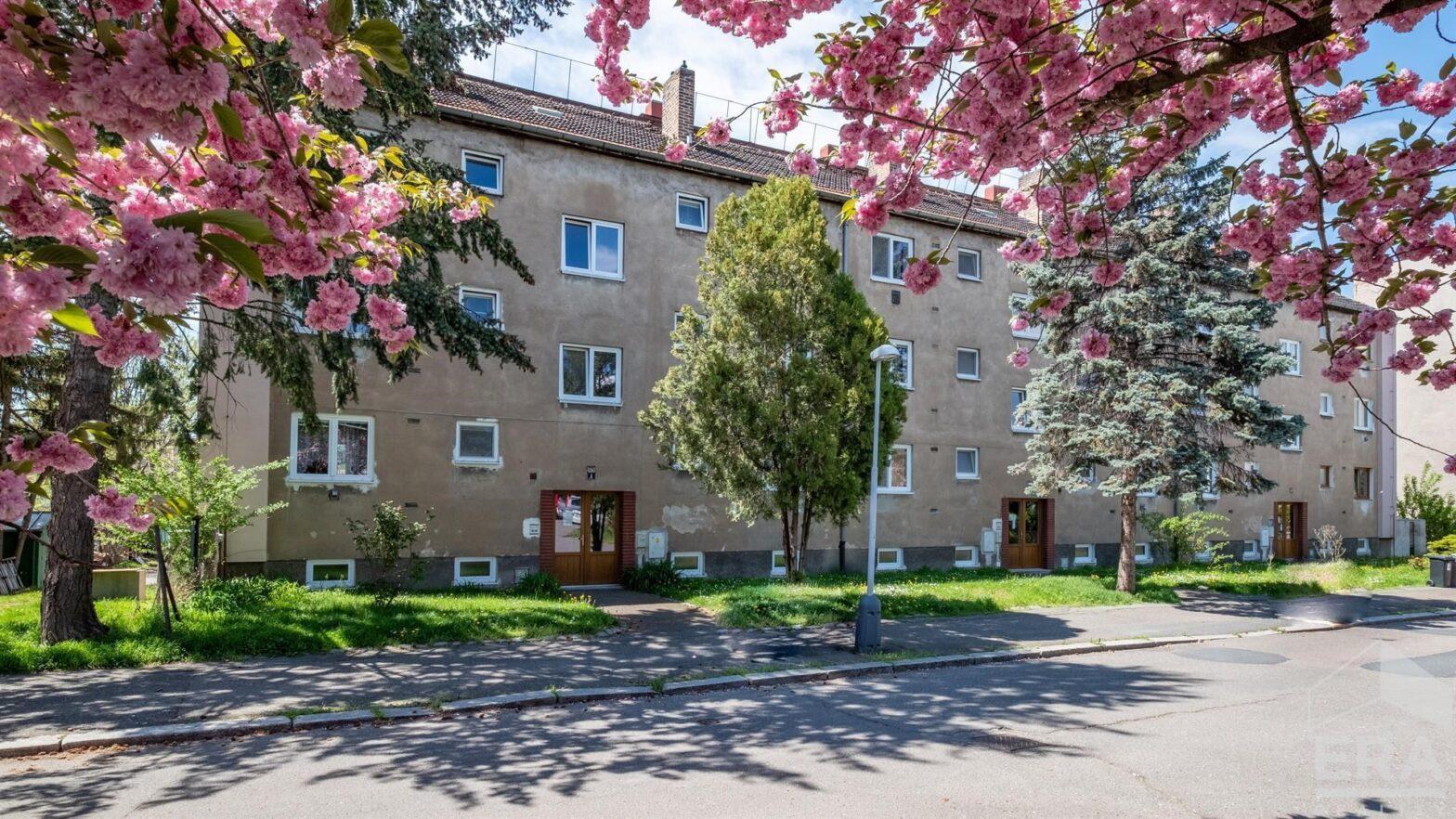 Prodej zděného bytu 2+1 s balkónem, Kolín