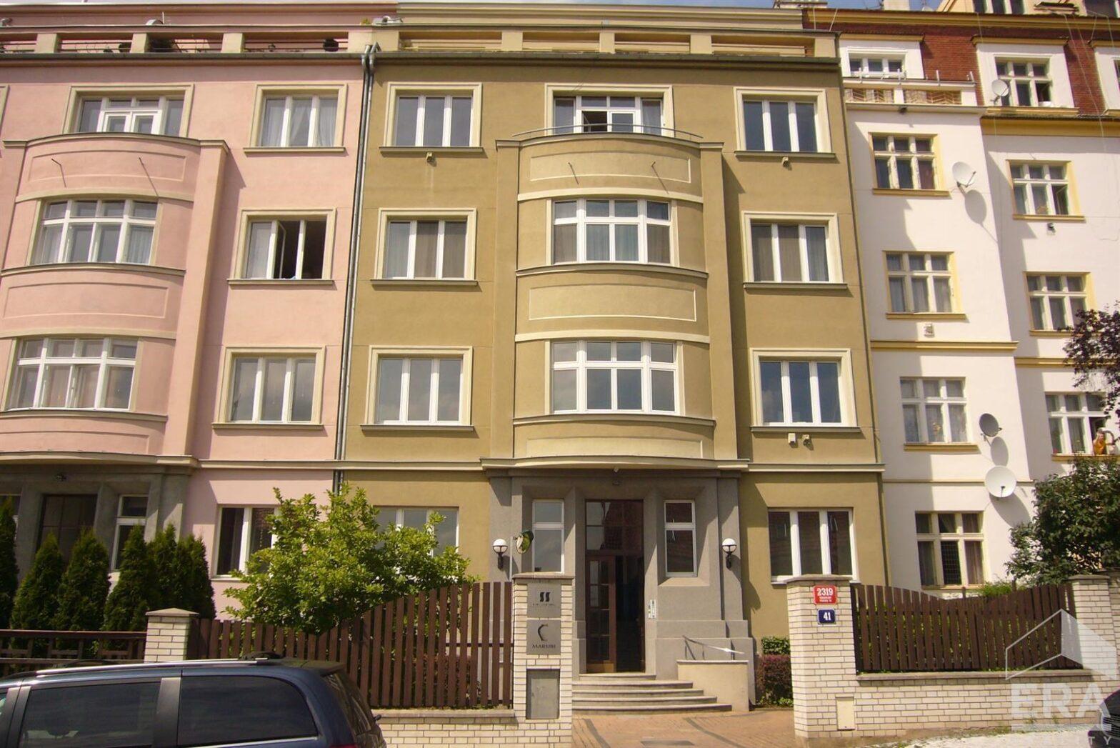 Nabídka pronájmu bytu 1+kk, 22 m2 v prestižní vilové čtvrti  ul. Hradešínská, Praha 10                                                              Cena: 6500Kč/měs