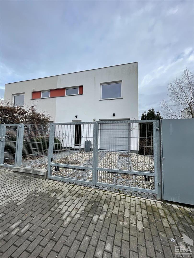 Pronájem vily 256m², pozemek 453 m²