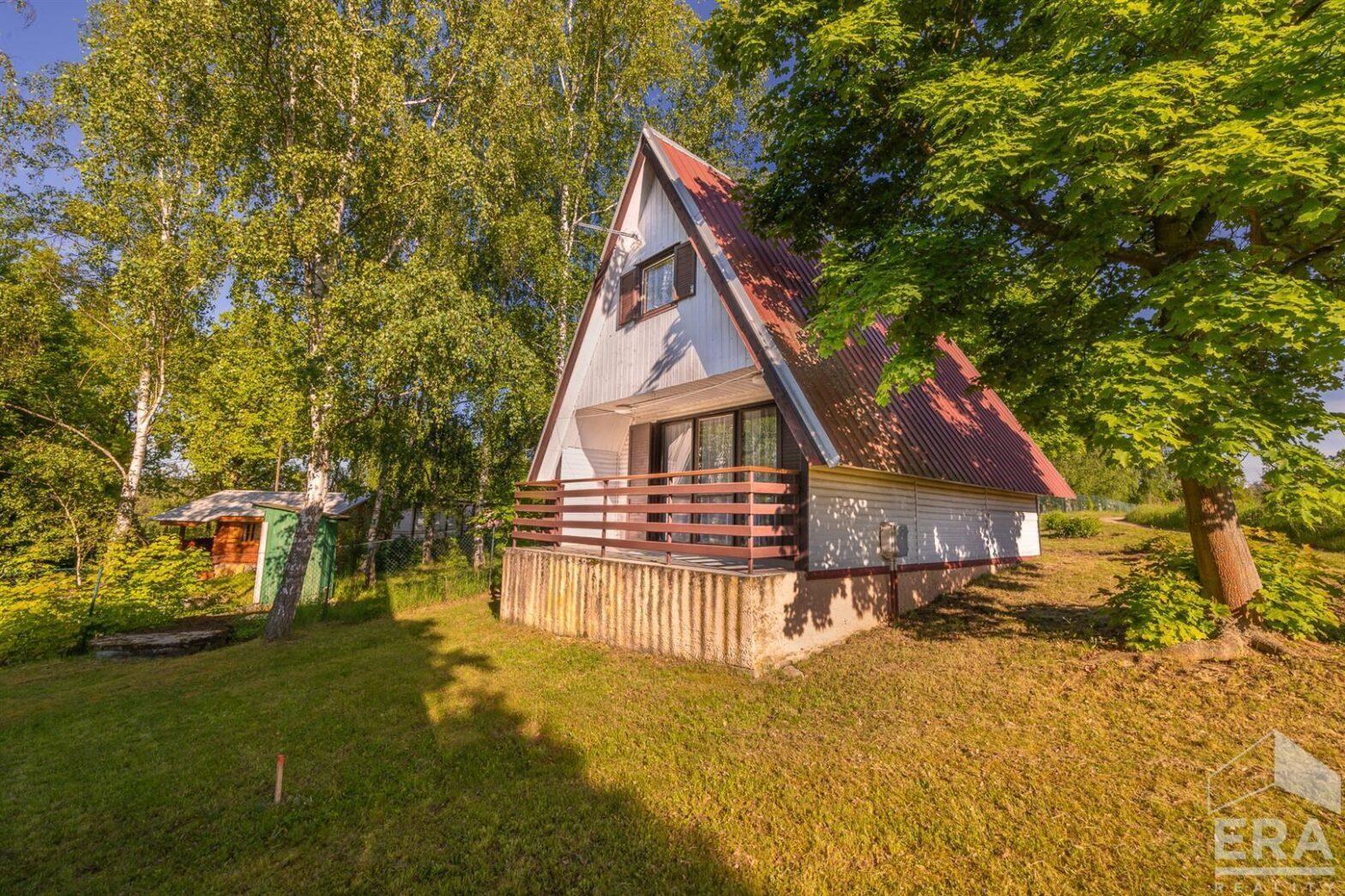 Prodej chaty s pozemkem 382 m2 u Hracholuské přehrady